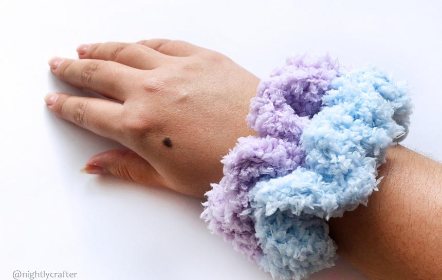 Scrunchie, Coletero, Elástico o Goma para el Pelo – Patrón de Crochet GRATUITO
